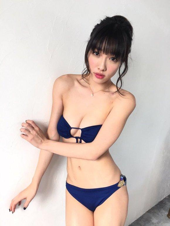 今野杏南さんのビキニ