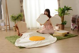 ふかふかのパンに座れる!? ヴィレヴァンオンラインから「食パン福袋」登場