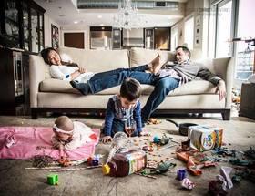 「子育てとはカオス」 両親の大変さを写し出した写真が話題に