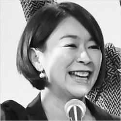 山尾志桜里、新幹線車内写真でも判明したイケメン弁護士との「固すぎた絆」