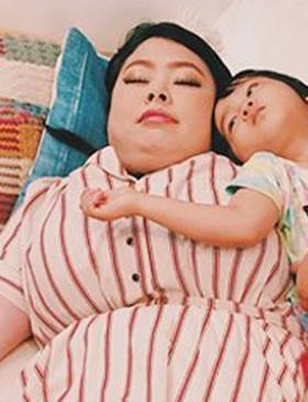 渡辺直美、ソファで寝そべる姿が「アレ」にしか見えない!? インスタ写真に大反響